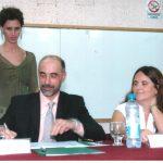 20 de marzo de 2006. Firmando el acta al asumir cono Decano. La Vicedecana Carolina Vera a mi lado.